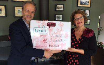 Synofit doneert aan het Reumafonds